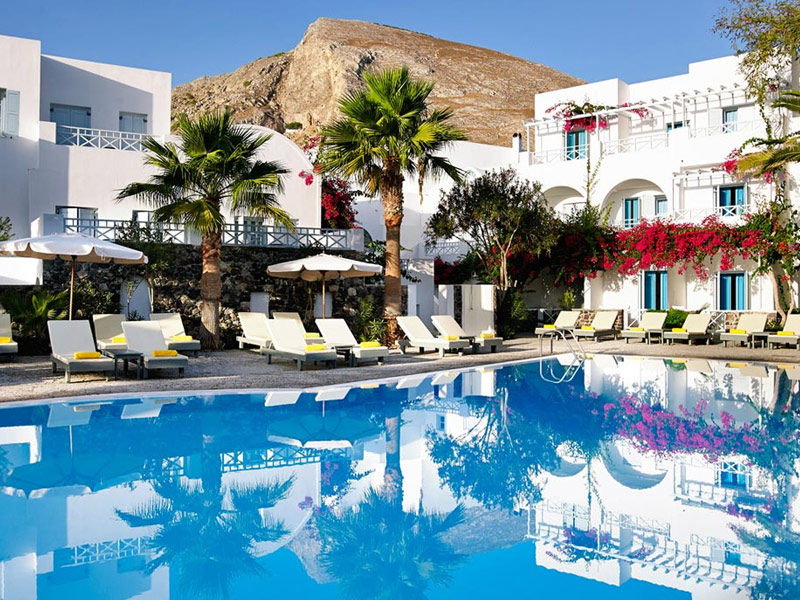 9 most beautiful hotels in santorini for Beautiful hotels