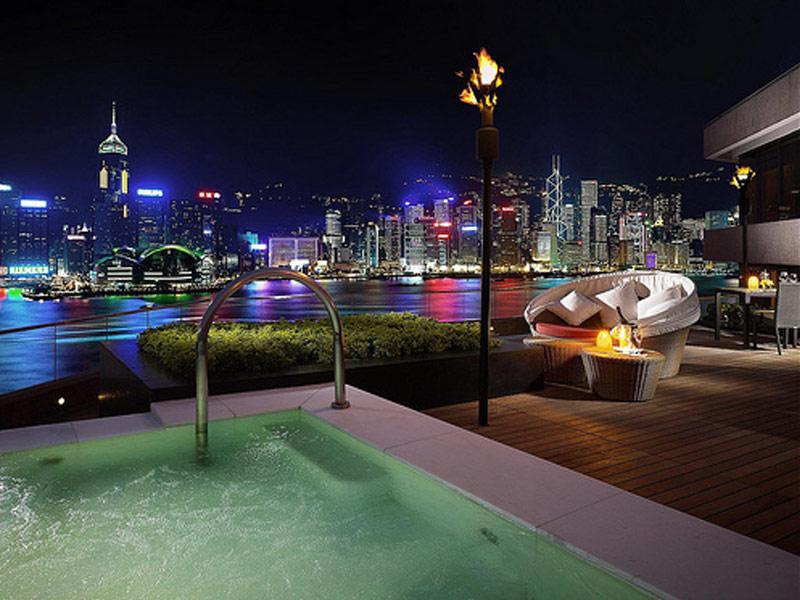 Most romantic luxury honeymoon suites for Luxury romantic hotels