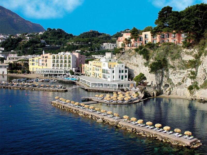 Top 17 luxury hotels and resorts on italy s amalfi coast for L hotel della cabina islanda
