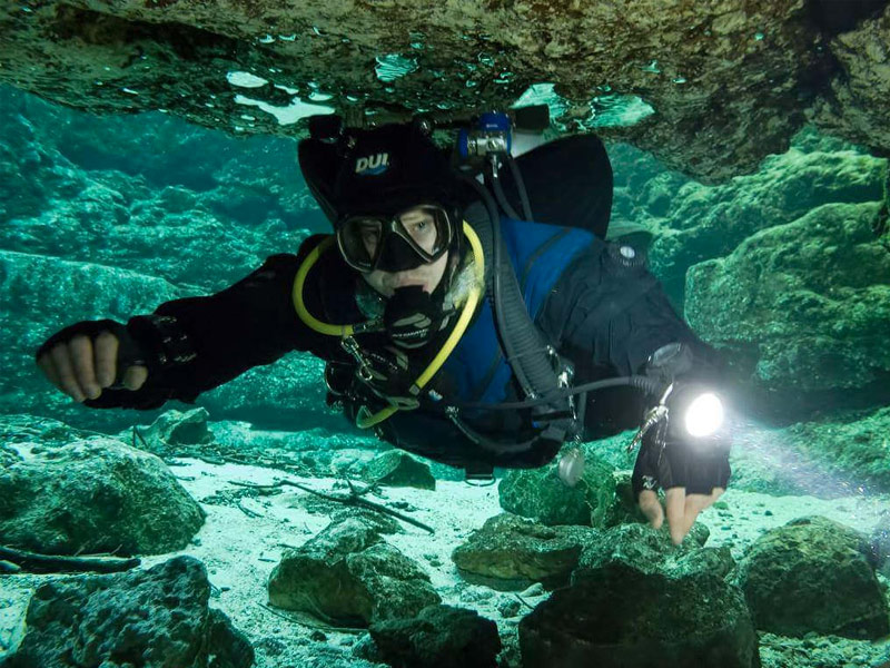 6 Incredible Cave Diving Spots In Florida