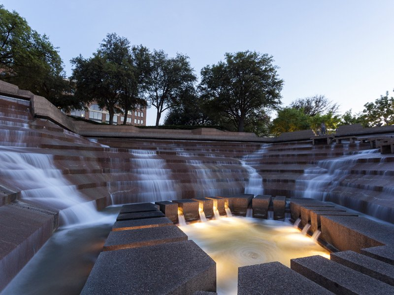 See What Makes The Fort Worth Water Gardens In Texas So Special