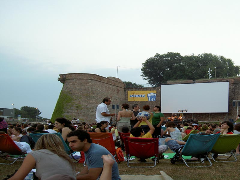 20 of the most amazing things to do in barcelona for Cinema montjuic 2016