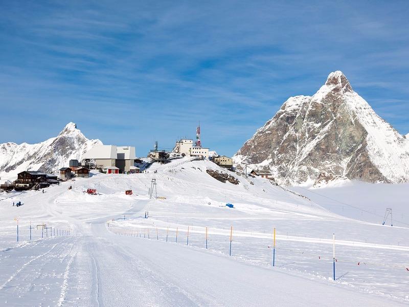 Cervinia skiing