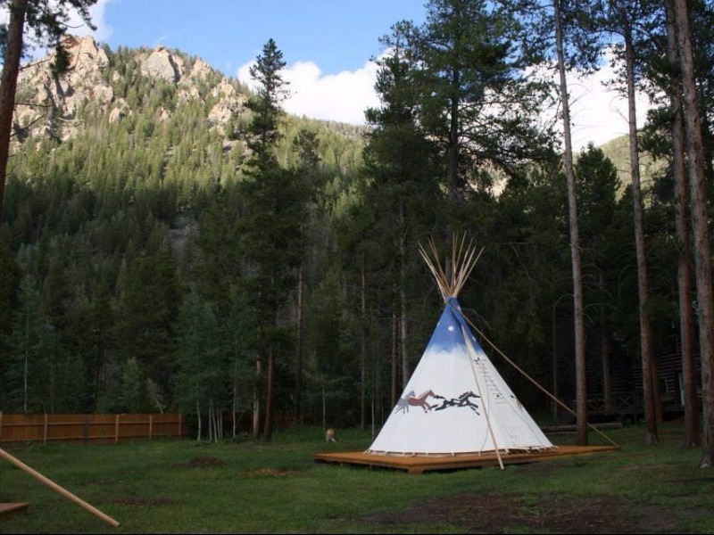 Best Bed Liner >> 8 Best Places to Go Glamping in Colorado - TripsToDiscover.com