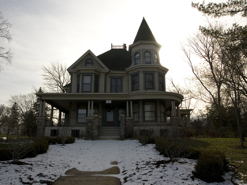 Royal Victorian Manor Bed & Breakfast, Woodstock, Illinois