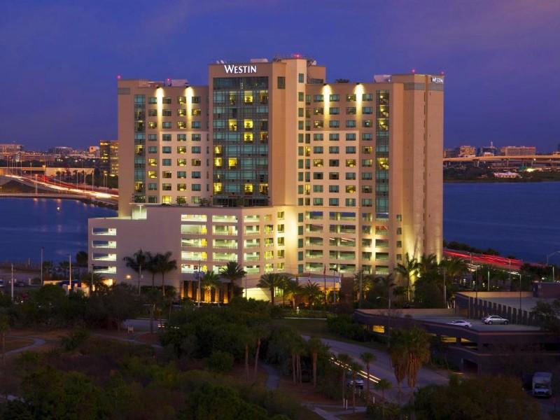 top 13 pet friendly hotels in florida tripstodiscover. Black Bedroom Furniture Sets. Home Design Ideas