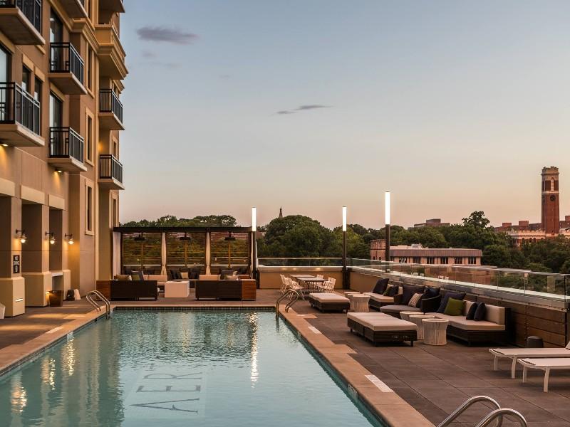8 best hotels in nashville tennessee tripstodiscover. Black Bedroom Furniture Sets. Home Design Ideas