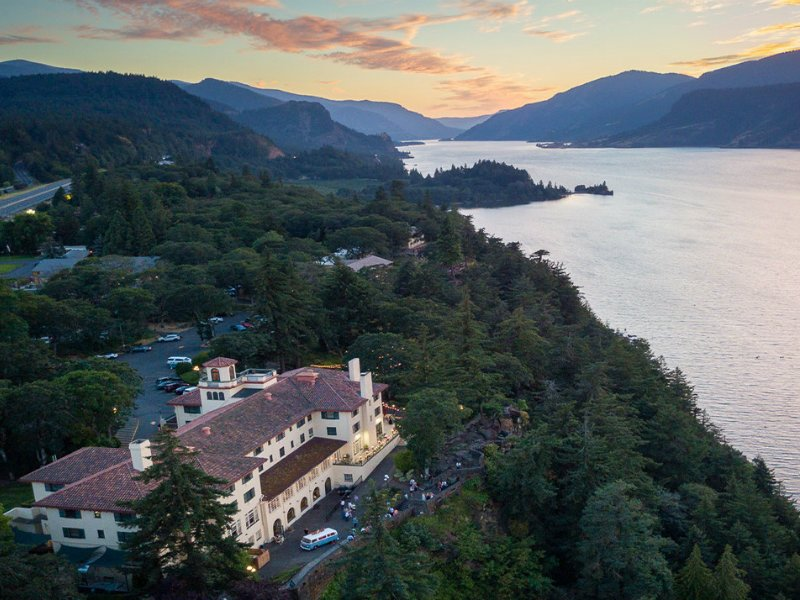 9 Places to Stay Near Columbia River Gorge Waterfalls