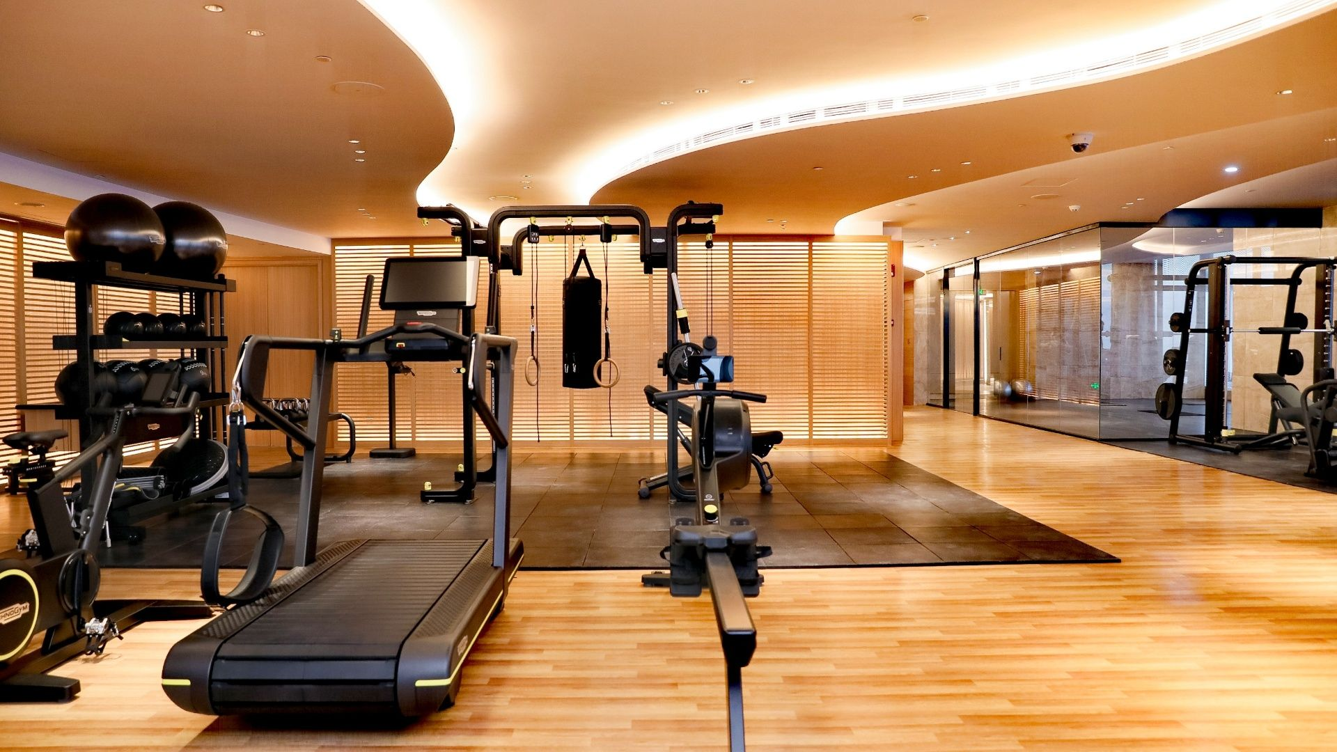 The J Hotel Shanghai Tower has a fitness center, swimming pool, yoga room and spa.
