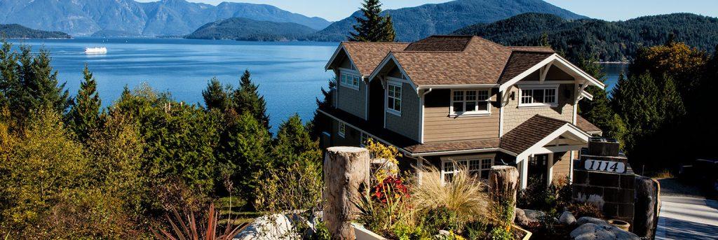 Rental House Overlooking Large Lake
