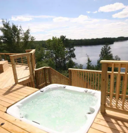 hot tub at Eagle's Nest