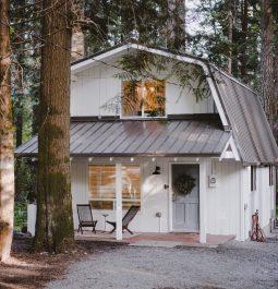 exterior of Mt. Rainier cabin