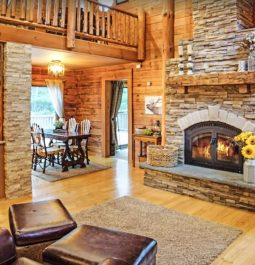 Fireplace and dining room in the cabin