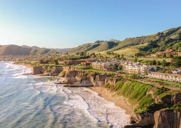 The ocean meets the cliffs of the shoreline at the Dolphin Bay Resort and Spa in California