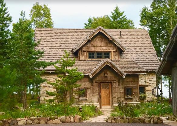Fairytale Luxury Lakeside Cabin